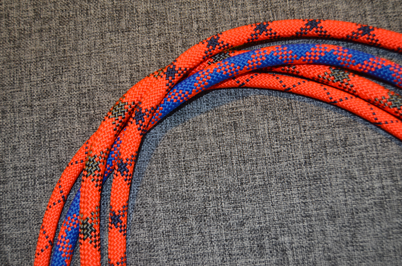 Верёвка страховочно-спасательная статическая плетёная с сердечником низкого растяжения-1